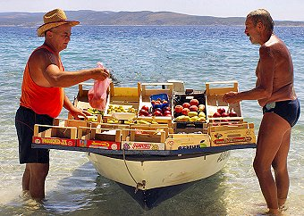 Fruit and veg delivered by boat in Baska Voda